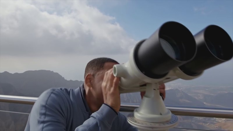 Will_smith_binoculars