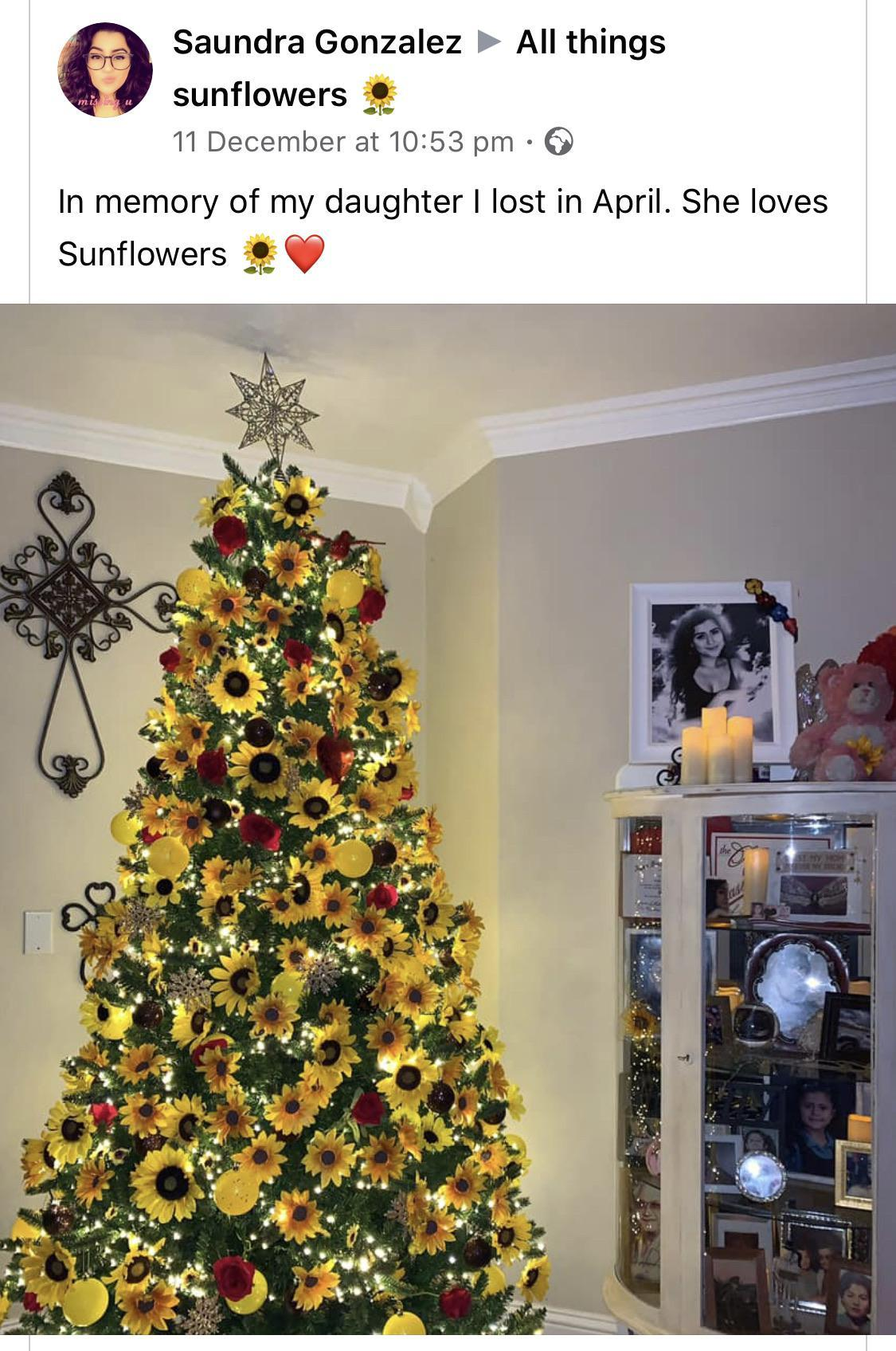 Sunflower Christmas Tree In Honour Of Late Daughter R Wholesomememes Wholesome Memes Know Your Meme
