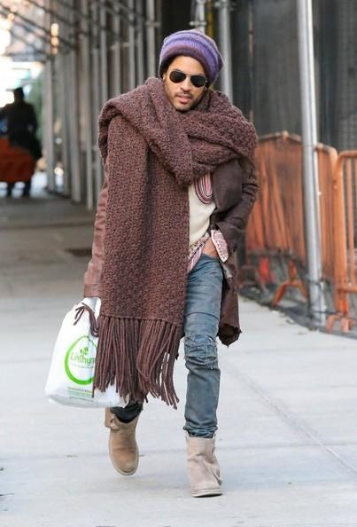 32495a570 Lenny Kravitz Sports A Very Big Scarf | Lenny Kravitz's Giant Scarf ...