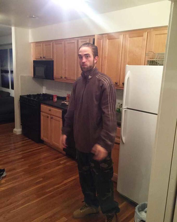 Robert Pattinson Good Time Connie Nikas Room Floor Flooring