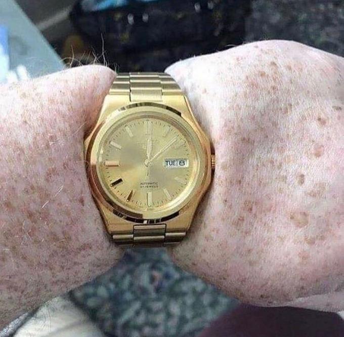 TUE B Watch Analog watch Watch accessory Wrist Fashion accessory Hand