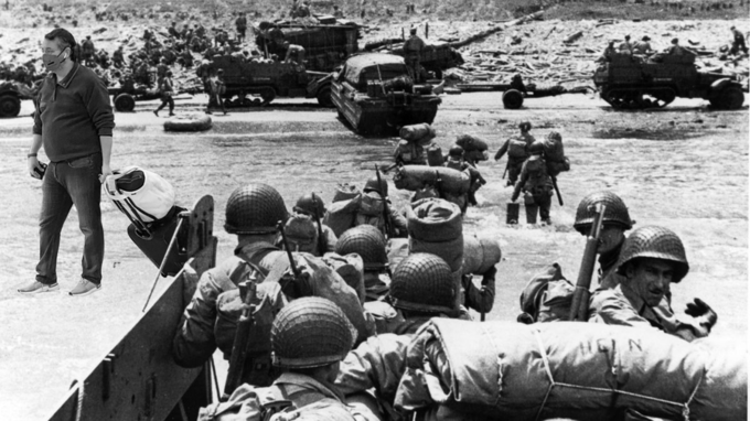 Normandy landings Operation Overlord Omaha Beach World War II Clothing Squad Vehicle Motor vehicle Military person Marines Military uniform Combat vehicle Self-propelled artillery Tank Army Mode of transport Soldier Helmet Military organization Crew People Infantry Crowd Organization