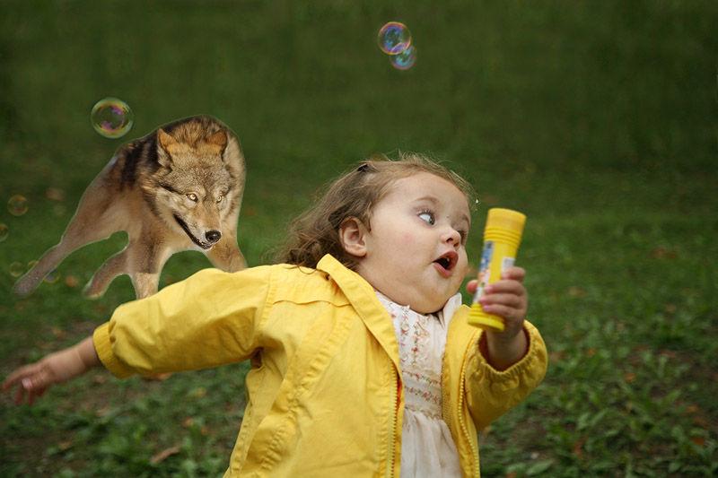 Смешная картинка девочка убегает