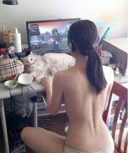 gamer girl naked